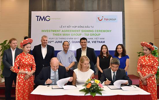 Lễ ký kết hợp tác đầu tư khách sạn tại Quảng Nam. Ảnh: T.DŨNG
