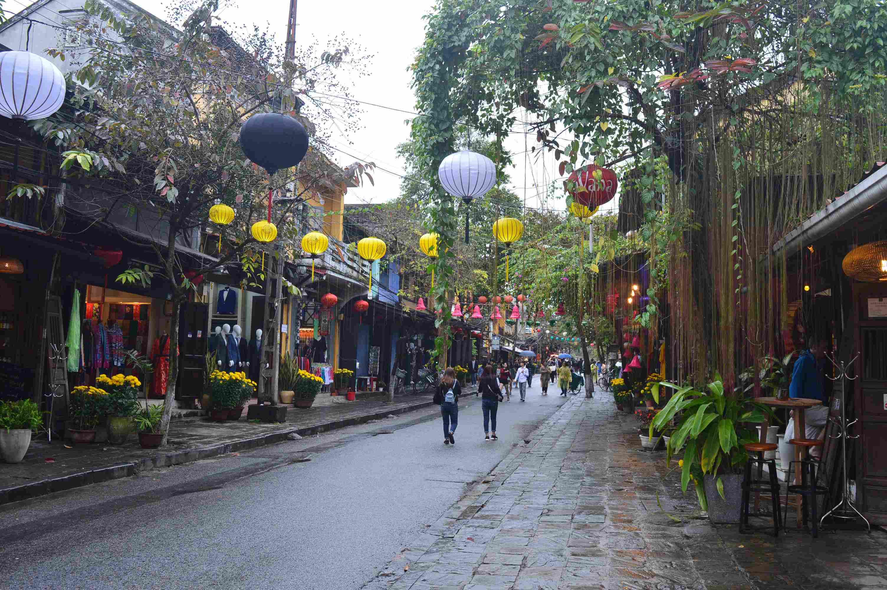 Một con đường trong khu vực phố cổ Hội An. Ảnh: Q.T