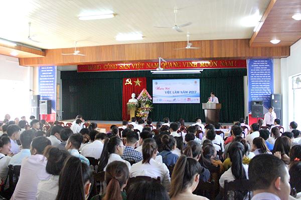 Ngày hội việc làm năm 2017 do trường Cao Đẳng Kinh tế - Kỹ thuật Quảng Nam tổ chức.