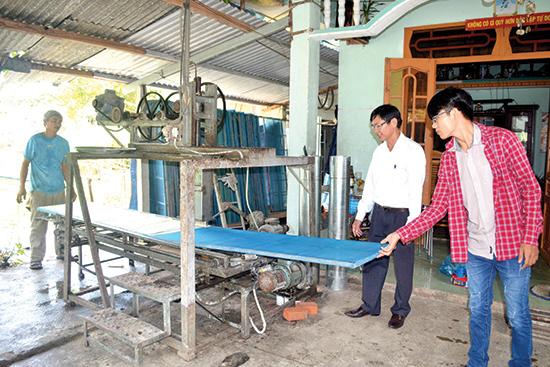 Sản xuất phở sắn của gia đình bà Trần Thị Thu Thủy sẽ được sấy khô bằng máy tự động vào mùa mưa.Ảnh: Đ.C