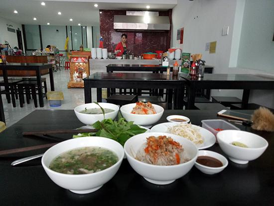 Phở khô Gia Lai Hồng hấp dẫn thực khách gần xa.