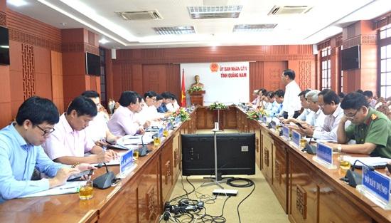 Quang cảnh buổi làm việc của UBND tỉnh với Tổng Giám đốc Ngân hàng Chính sách xã hội Dương Quyết Thắng. Ảnh: Q.Việt