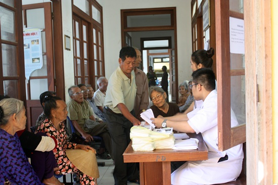 Hơn 300 lượt cán bộ và người dân trên đảo Lý Sơn đã được khám bệnh miễn phí trong đợt này