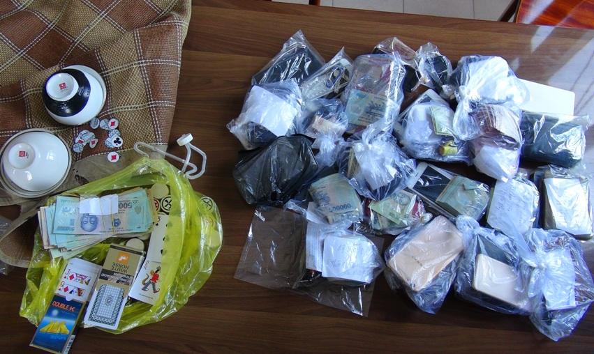 Tang vật thu giữ tại nhà đối tượng Hồ Hùng