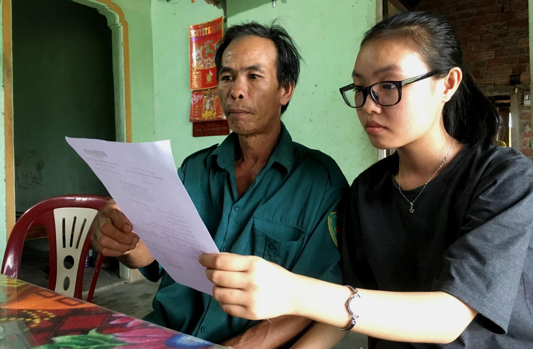 Ngày nhận được giấy báo điểm em Tâm đã khóc rất nhiều vì không biết xoay sở như thế nào để được đi học. Ảnh: PHAN VINH