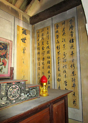 Những bài thơ trên tường ở nhà thờ tộc Nguyễn.