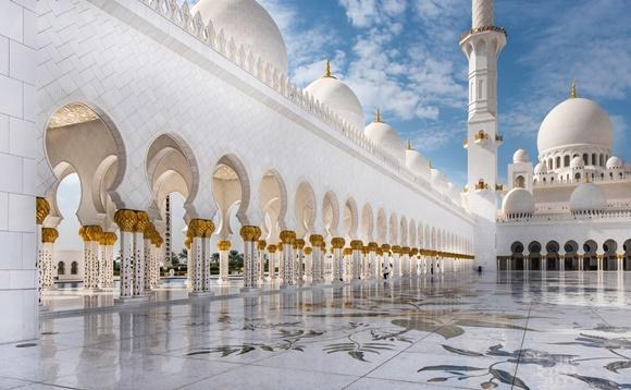Đại Thánh đường Hồi giáo Sheikh Zayed dát vàng lớn nhất khu vực Trung Đông