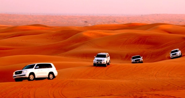 Khám phá sa mạc Safari bằng xe Land Cruiser