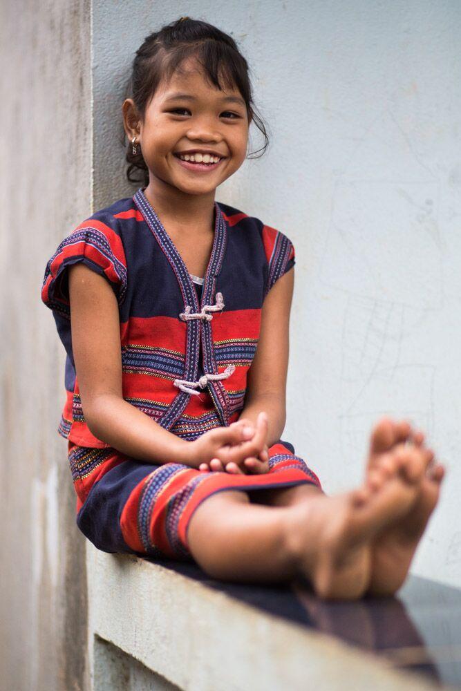 Bức ảnh Réhahn chụp một em bé dân tộc Cơ Tu trưng bày tại triển lãm. Ảnh: BTC cung cấp