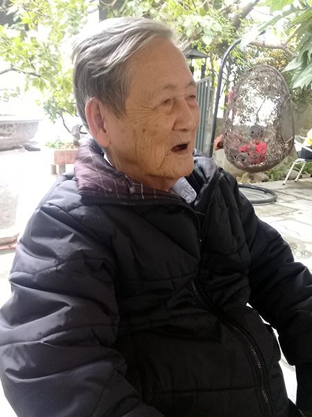 Thầy giáo - nhạc sĩ Hoàng Bích Sơn.Ảnh: T.Đ.T