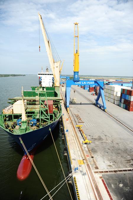 Thaco đầu tư nạo vét luồng lạch để tiếp nhận các tàu trọng tải 30 - 40 nghìn tấn cập cảng. Ảnh: MINH HẢI
