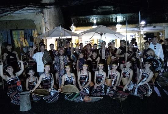 Hơn 20 nghệ sỹ Cơ Tu đã trình diễn trong lễ hội lần này