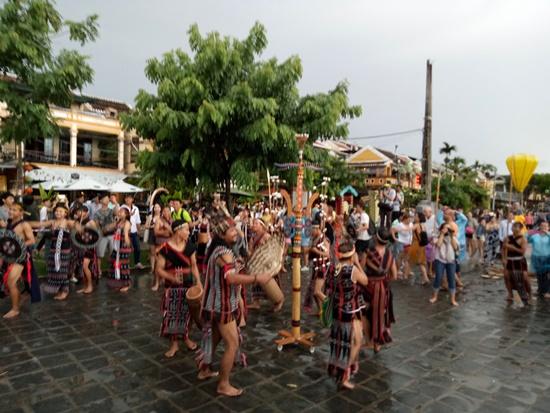 Lễ hội đã mang đến một không khí khác lạ cho di sản Hội An