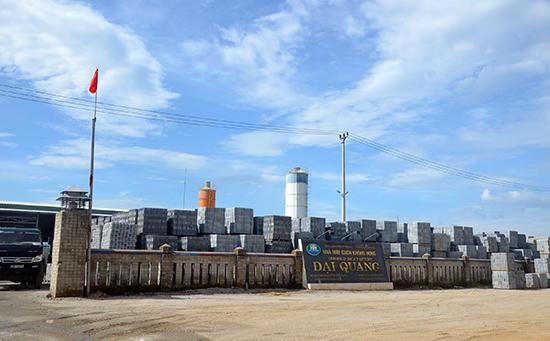 """Nhà máy sản xuất gạch xây không nung mang nhãn hiệu """"Gạch Đại Quang""""."""