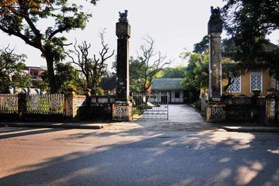 Mộ Trần Hoành nằm trong khu lưu niệm Phan Bội Châu ở thành phố Huế.