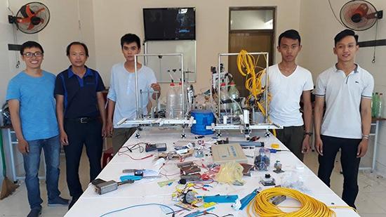Đội robocon LTT 17 Trường THPT chuyên Lê Thánh Tông (TP.Hội An).