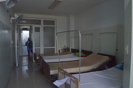 Máy xạ trị hỏng nên nhiều phòng vắng bệnh nhân vì phải trở về nhà chờ. Ảnh: V.L