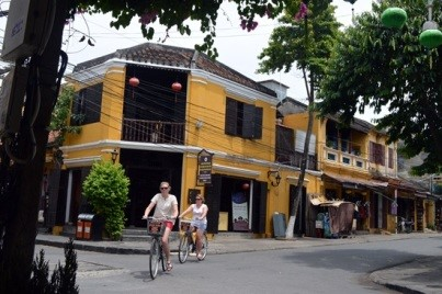 Hoi An ancient town introduced to guests as the typical cultural product of Quang Nam province on this occasion (Photo: K.L)