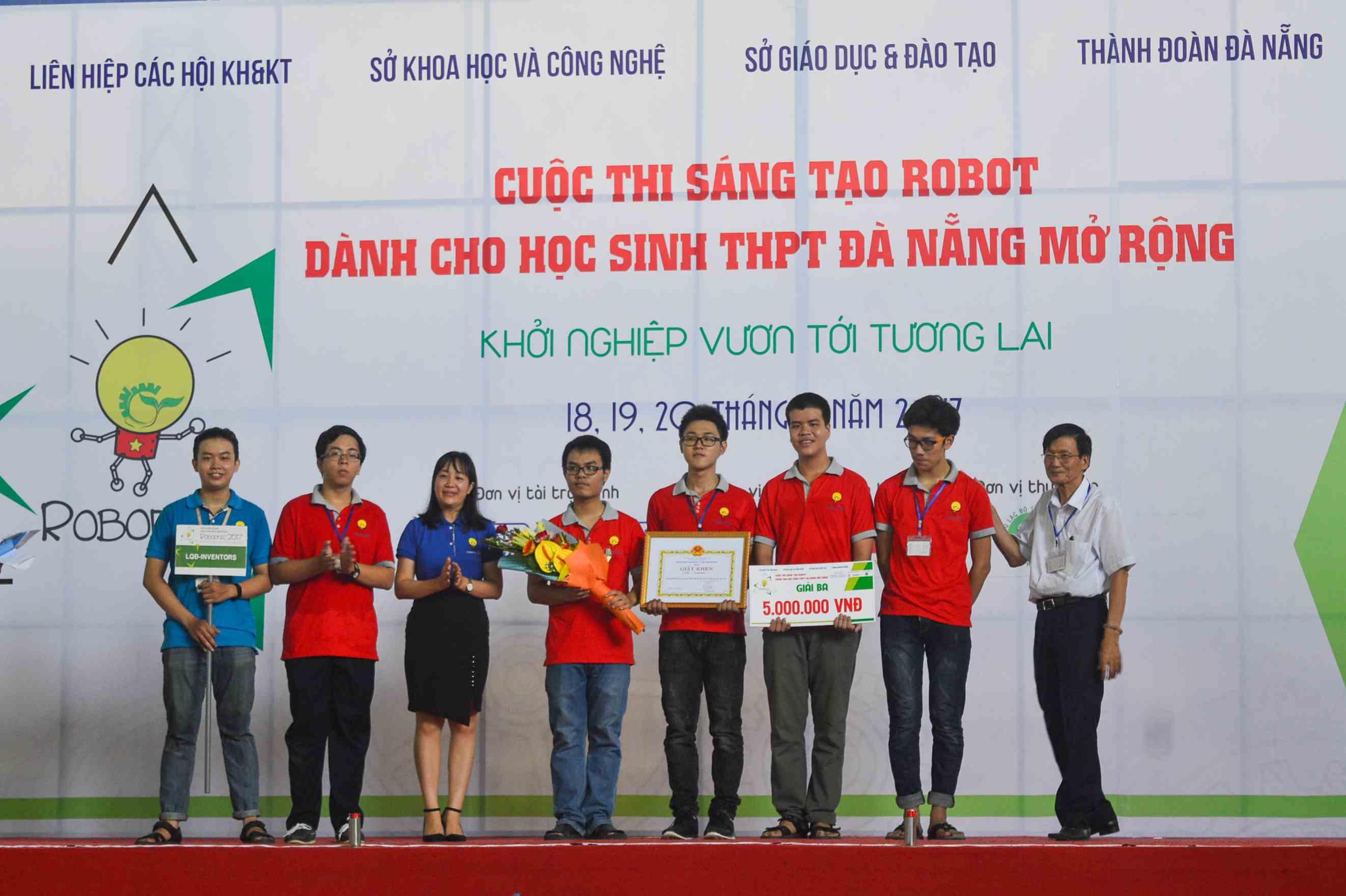 Đội chơi LQĐ - Invertors đạt giải ba cũng có một số thành viên quê ở Quảng Nam. Ảnh: CTV