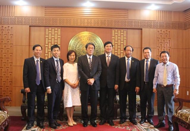 Mr. Kunio Umeda and Quang Nam's leaders