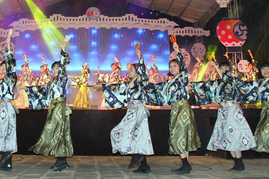 A performance at the 15th Hoi An-Japan Cultural Exchange 2017. Photo:laodong.vn