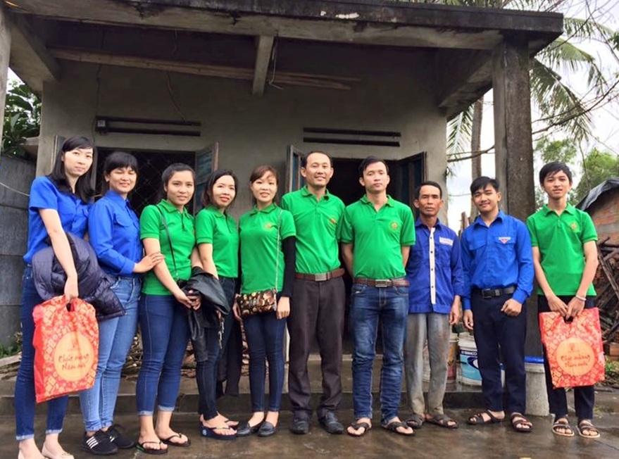 CLB Lửa Hồng do anh Sơn làm thủ lĩnh trong một lần đi tình nguyện.