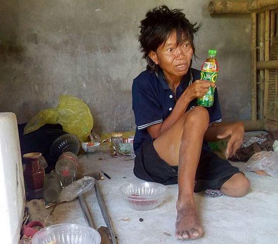 Chị Nguyễn Thị Yến sống lang thang nhiều năm qua. Ảnh: NHƯ TRANG