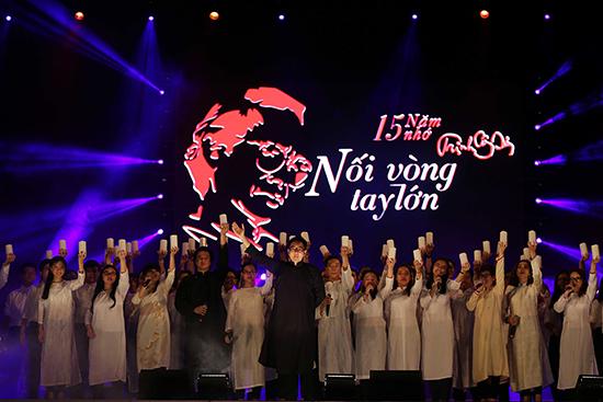 đêm nhạc lần thứ 5 tưởng nhớ cố nhạc sĩ Trịnh Công Sơn được tổ chức tại hồ Bán Nguyệt (Q.7, TP.HCM), với chủ đề Nối vòng tay lớn. Ảnh: Internet