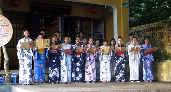 A Japanese song was performed by Hoi An students of Japanese classes.