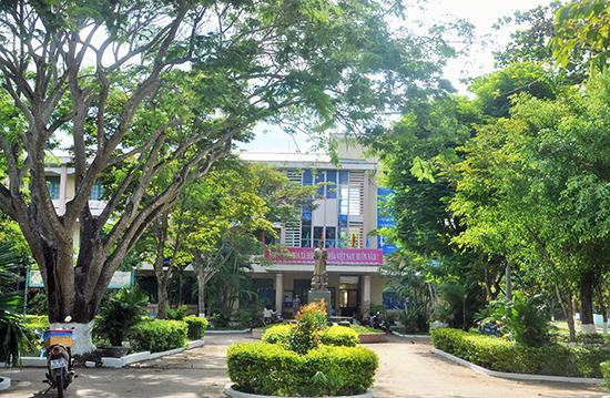 Cảnh quan sư phạm xanh - sạch - đẹp ở Trường THCS Huỳnh Thúc Kháng.  Ảnh: XUÂN PHÚ