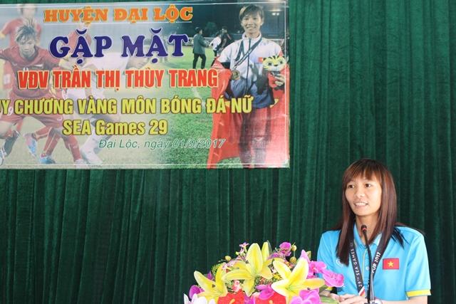 Thùy Trang phát biểu tại buổi lễ. Ảnh: HOÀNG LIÊN