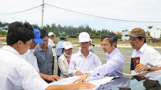 Các ngành chức năng đang tập trung tháo gỡ những vướng mắc về mặt bằng để thu hút dự án vào vùng đông của tỉnh.Ảnh: T.DŨNG