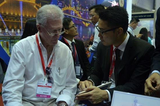Rất nhiều đối tác nước ngoài tìm kiếm cơ hội và kết nối làm ăn tại Hội chợ