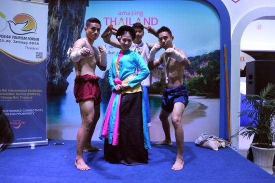 ... đến trình diễn võ Muay Thái Lam