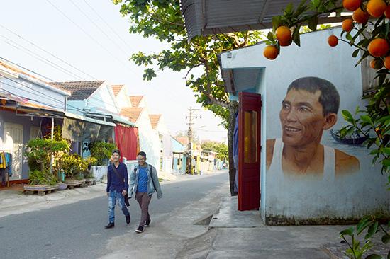 Làng bích họa Tam Thanh khá hấp dẫn du khách.Ảnh: V.L