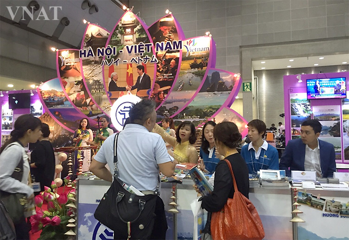 Visitors at the Vietnamese tourism exhibition booth in 2016