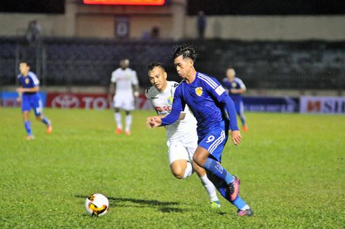 Hà Minh Tuấn chứng tỏ khả năng săn bàn của mình khi vào sân từ ghế dự bị. Ảnh: T.Vy