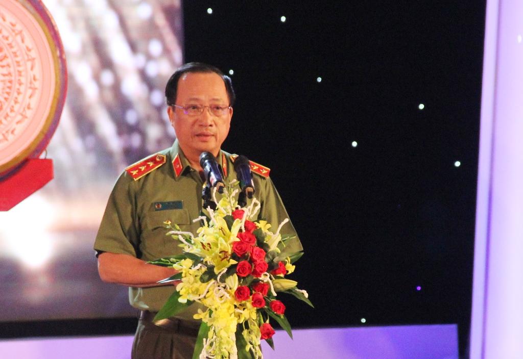 Thượng tướng Nguyễn Văn Thành - Thứ trưởng Bộ Công an phát biểu khai mạc liên hoan. Ảnh: ALĂNG NGƯỚC