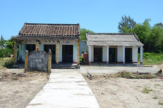 Đường bê tông mới mở vào hai nhà thờ tộc Kiều. Ảnh: T.H