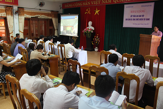 The opening ceremony of the first class of Lao language in Tay Giang district