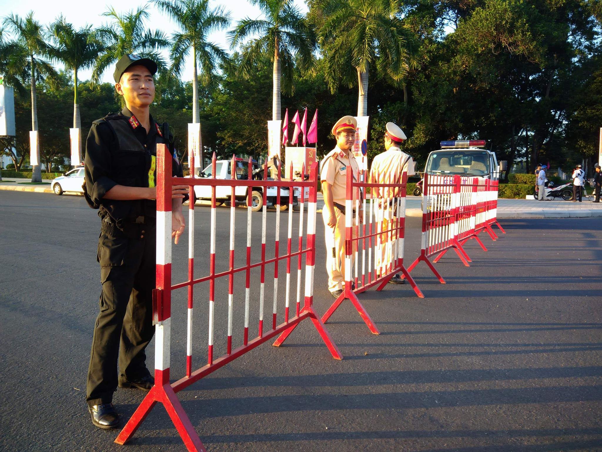 Lực lượng bảo vệ phục vụ giải làm việc từ trước 5h sáng.