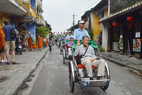 Hội An là địa điểm phù hợp cho loại hình du lịch chậm dành cho người lớn tuổi. Ảnh: K.LINH
