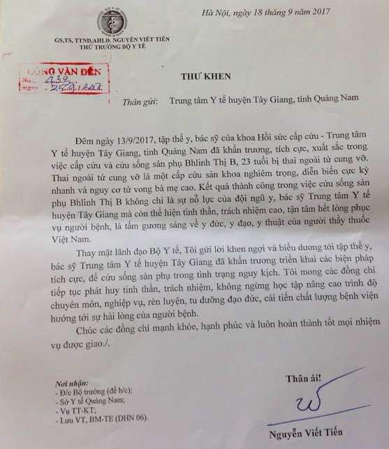 Thư khen của Thứ trưởng Bộ Y tế Nguyễn Viết Tiến gửi tập thể cán bộ, y bác sĩ Trung tâm Y tế huyện Tây Giang. Ảnh: N.H.T