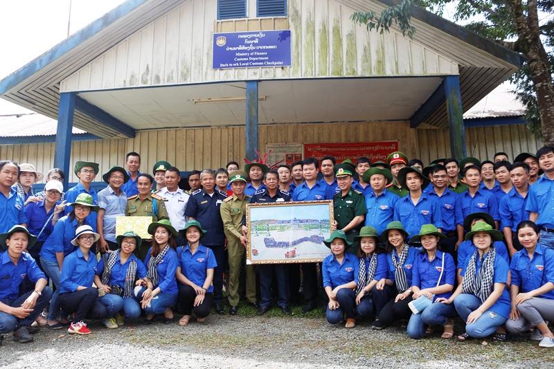 Đoàn tình nguyện trồng cây xanh tại Làng Thanh niên lập nghiệp Thạnh Mỹ. Ảnh: T.ĐẠT