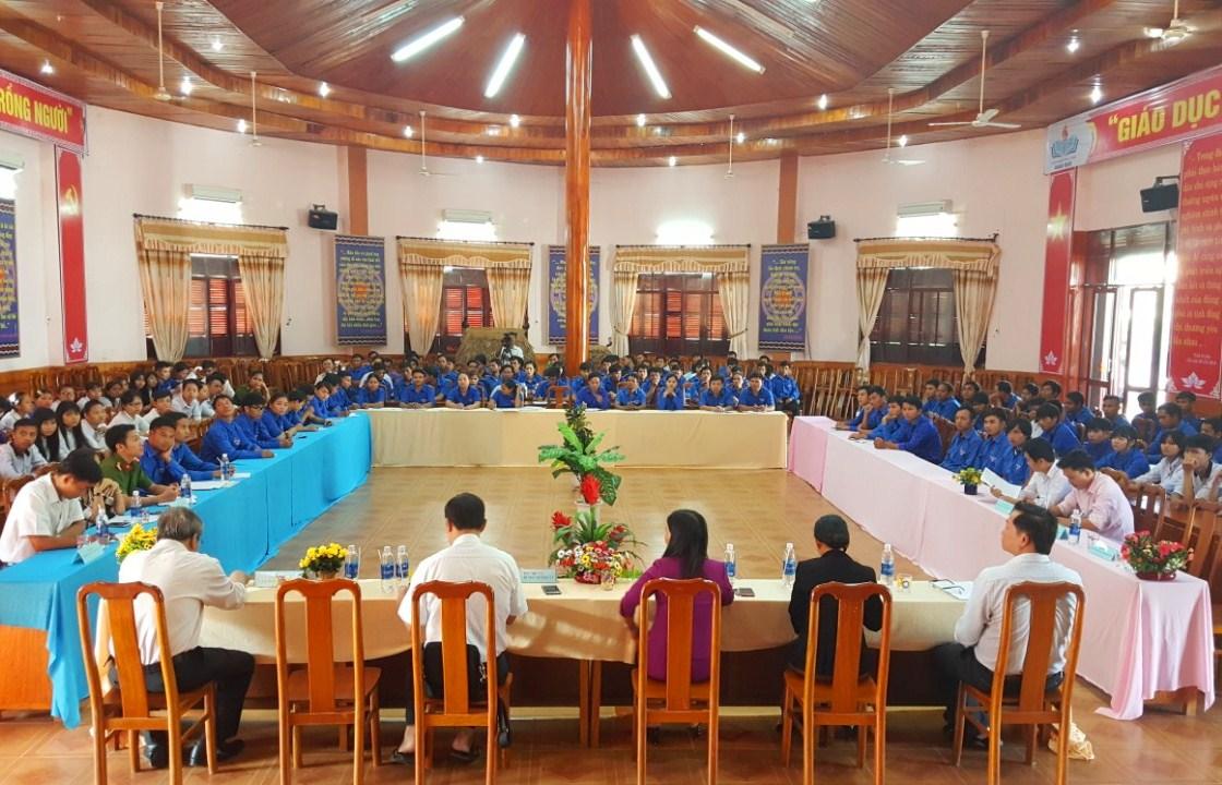 Hơn 150 đại biểu tham dự diễn đàn, chủ yếu là các cán bộ đoàn cơ sở và thanh niên tiêu biểu trên địa bàn huyện Đông Giang. Ảnh: VĂN NHẬT