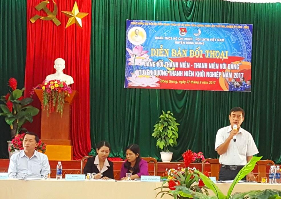 Bí thư Huyện ủy Đông Giang - Đỗ Tài chia sẻ với thanh niên đại phương tại diễn đàn, Ảnh: VĂN NHẬT