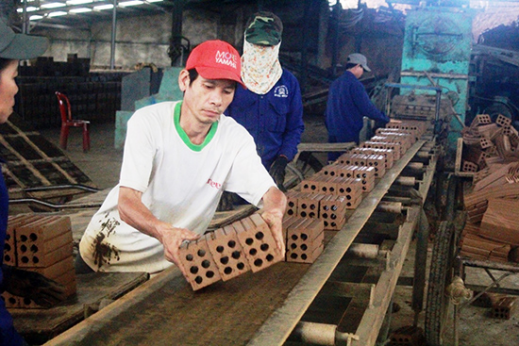 Dai Hiep commune cooperative  brings benefit for its members