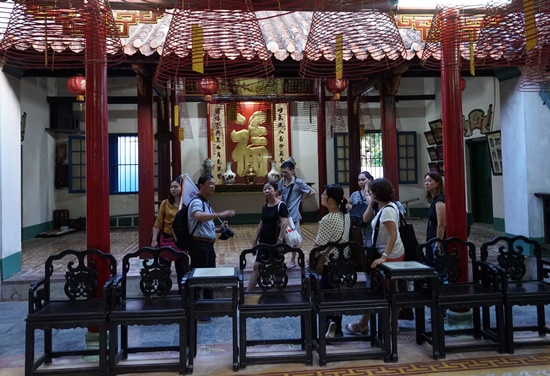 Visiting an ancient house in Hoi An city