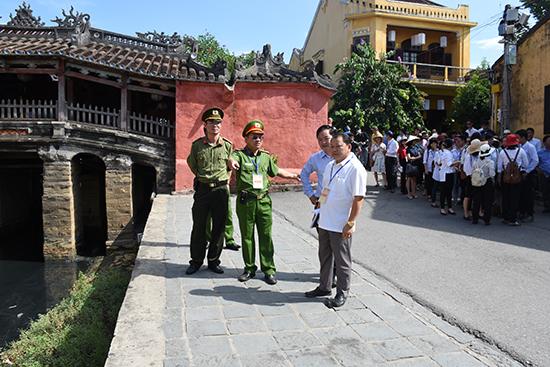 Lãnh đạo Công an Quảng Nam khảo sát phương án đảm bảo an ninh trật tự phục vụ các hoạt động APEC 2017 tại TP. Hội An. Ảnh: XUÂN MAI