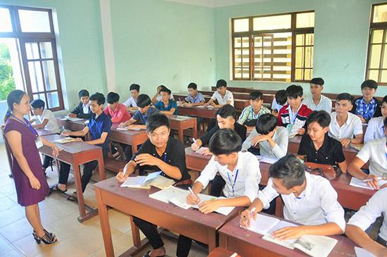 Buổi học của lớp trung cấp vừa tuyển sinh năm học 2017 - 2018 Trường Cao đẳng Kinh tế kỹ thuật Quảng Nam.Ảnh: X.PHÚ